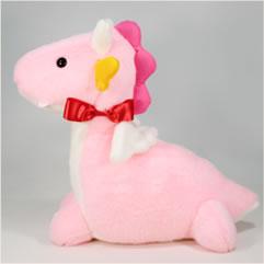 へびのウエイトドール新婦様用はピンクの本体に赤いリボンがワンポイント。 黄色のギザギザに白いツノ、かわいいカラフルな辰です。