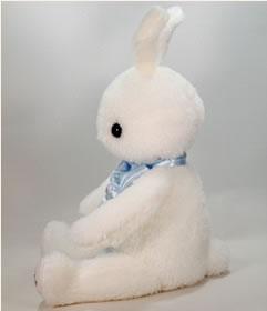 うさぎのウェイトドールはベビーのようなかわいさ。ツンと立った耳となんといっても愛くるしいかわいい笑顔。