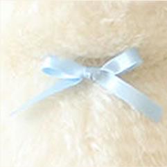 うしのウエイトドールの新婦様用はオリジナルのカウベル「ブルー」をつけています。