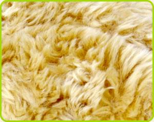 ベアの生地の色は、上品な燻ゴールド系